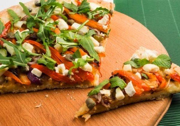 pizza-s-sirom-feta-i-zharennim-chesnokom